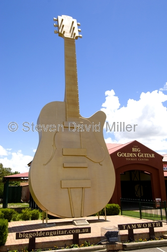 tamworth picture;tamworth;tamworth golden guitar;tamworth tourist visitor centre;golden guitar tourist centre;new south wales town;steven david miller;natural wanders