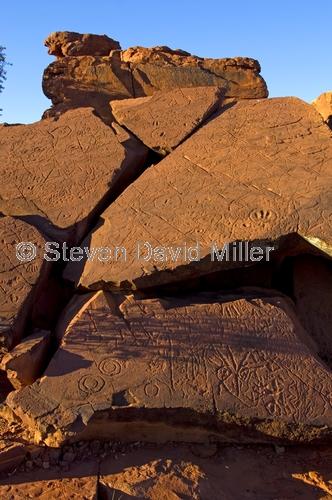ewaninga;ewaninga rock carvings conservation reserve;ewaninga rock carvings;ewaninga petroglyphs;petroglyphs;rock art;aboriginal rock art;alice springs;northern territory;central australia;steven david miller;natural wanders