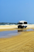 4wd-tour-bus;fraser-island-4wd-tour-bus;fraser-island;fraser-island-beach;fraser-island-national-park;great-sandy-national-park;queensland-national-park;australian-national-part