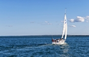 fraser-island;great-sandy-strait;hervey-bay;great-sandy-marine-park;sailboat-in-hervey-bay;sailboat-in-great-sandy-strait