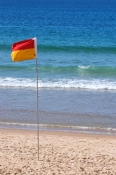 mooloolaba;mooloolaba-beach;surf-life-saving-flag;warning-flag;swimmers-warning-flag;surf-life-saving;sunshine-coast;queensland-coast;queensland-coastal-towns