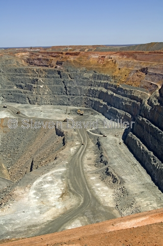 super pit;kalgoorlie super pit;kalboorlie;kalgoorlie boulder;gold fields;gold mining;mining for gold;mining;excavation mining;effects of mining