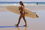 woman-with-surfboard;woman-surfer;woman-carrying-surfboard;woman-surfer;female-surfer;byron-bay-surfer
