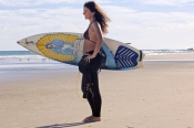 woman-with-surfboard;woman-surfer;woman-carrying-surfboard;woman-surfer;female-surfer;byron-bay-surf