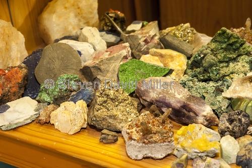 gemtree caravan park;gemtree;australian gemstones;gemstone display;mineral display;mineral rocks;australian gemstones;australian quartz;australian minerals;central australia;steven david miller;natural wanders