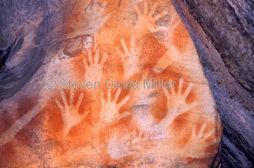 mount moffat;carnarvon national park;queensland national park;australian national park;aboriginal rock art;stencil rock art;hand print stencils
