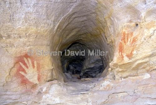 the looking glass;mount moffat;carnarvon national park;aboriginal rock art;stencil rock art;rock burial site