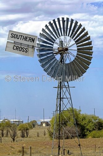 longreach;windmill;water pump;southern cross water pump;australian stockman's hall of fame;stockman's hall of fame;stockmans hall of fame