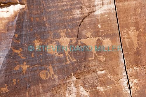 moab area rock art;moab rock art;moab area petroglyphs;moab petroglyphs;formation period petroglyphs;moab;things to see in moab;indian rock art;indian petroglyphs